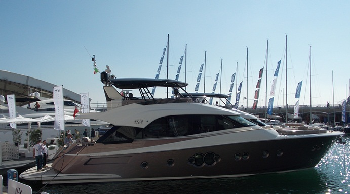 Esmeralda, the apple of my eye, or falling in love at the Genoa Boat Show